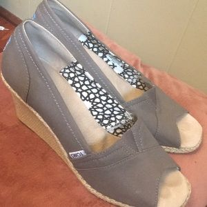 Toms woman's size 11 wedge